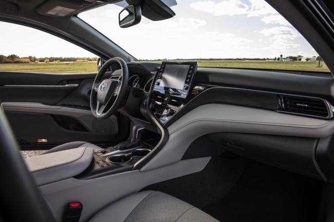 2021-toyota-camry-hybrid-xle-124-1603151475.jpg