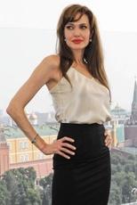 im154-Angelina_Jolie_25_July_2010_2.jpg