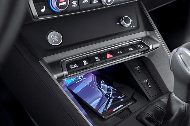 Audi-Q3-Sportback-2019-2020-фото-7-интерьер-зарядка-1024x683.jpg